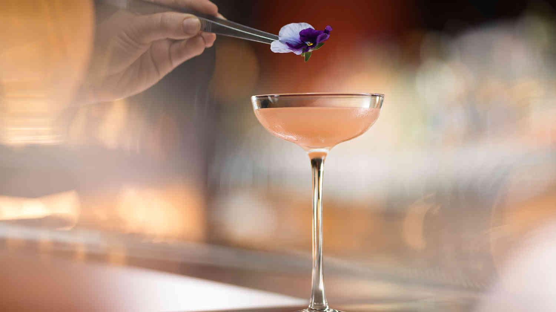 Cocktail Getting Flower Garnish